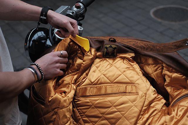 Goldtop England Brown Bobber Bike Shed