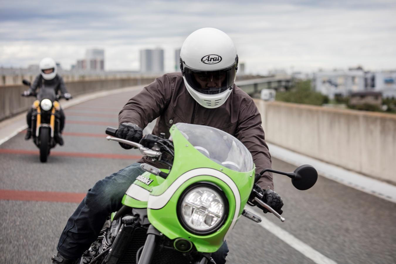 Rider on Kawasaki Z900 RS wearing white Arai Rapide helmet