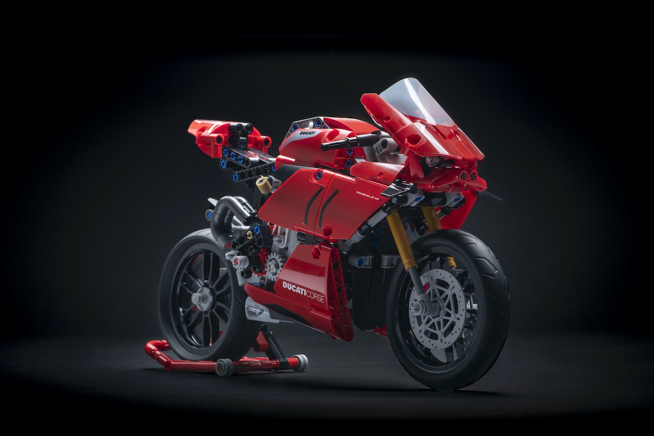 Ducati Panigale V4 R LEGO Technic front-right