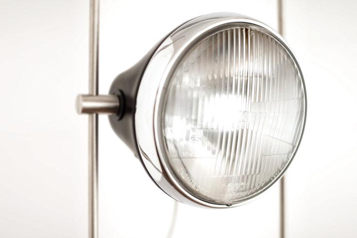 Halley R-Lamp close-up studio shot